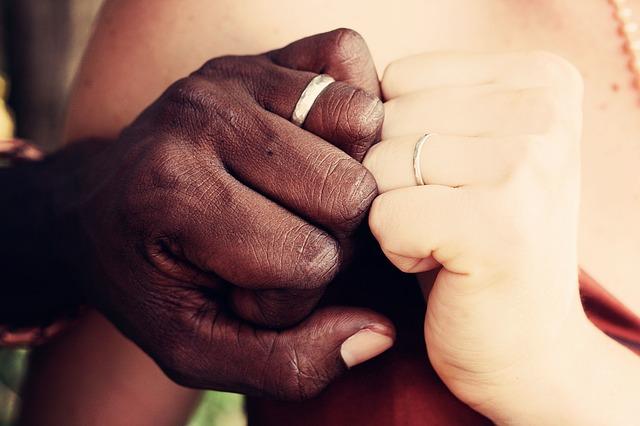 登坂広臣&ローラお揃い指輪ブランドはエルメス!井上公造の755コメントが気になる