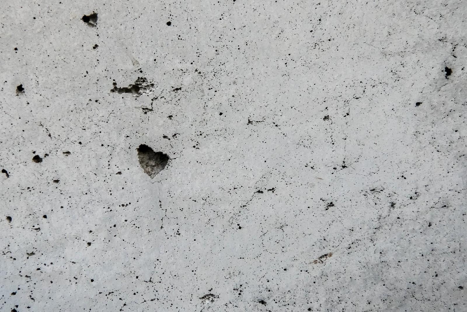 ほん怖ネタバレ「影女」壁のシミが人の形に…幽霊よりも怖いもの